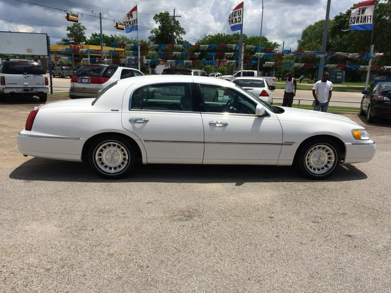 2001 lincoln town car executive 4dr sedan in beaumont tx. Black Bedroom Furniture Sets. Home Design Ideas