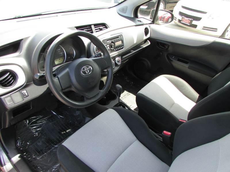 2013 Toyota Yaris 5-Door L 4dr Hatchback - Modesto CA