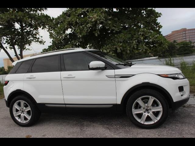 2012 LAND ROVER RANGE ROVER EVOQUE PURE PREMIUM AWD 4DR SUV white  no accidents  no issues