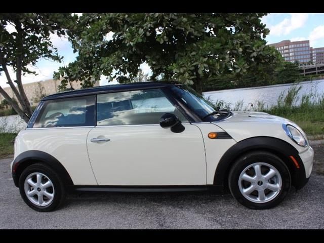 2010 MINI COOPER BASE 2DR HATCHBACK white  we finance everyone  no issues and no acciden