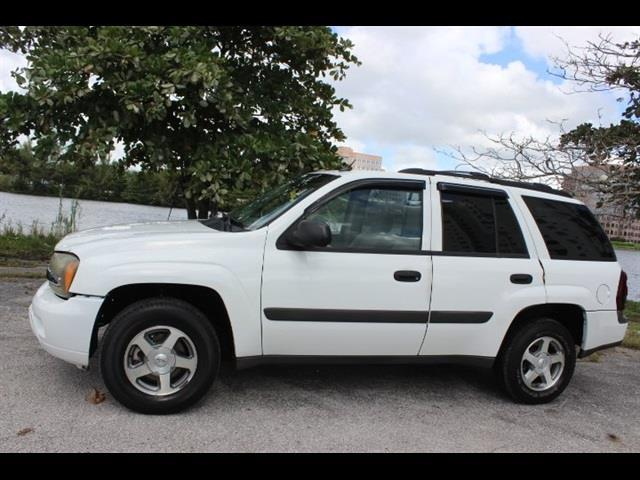 2005 CHEVROLET TRAILBLAZER LS 4DR SUV white miami auto wholesale is a family owned and operated d
