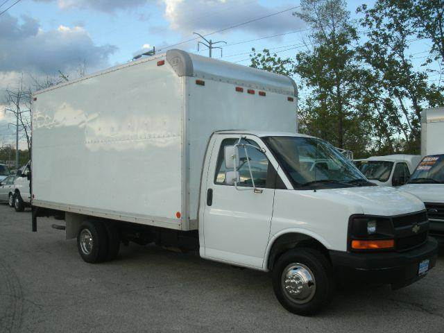 2004 Chevrolet G3500 BOX TRUCK WITH PWR. LIFT