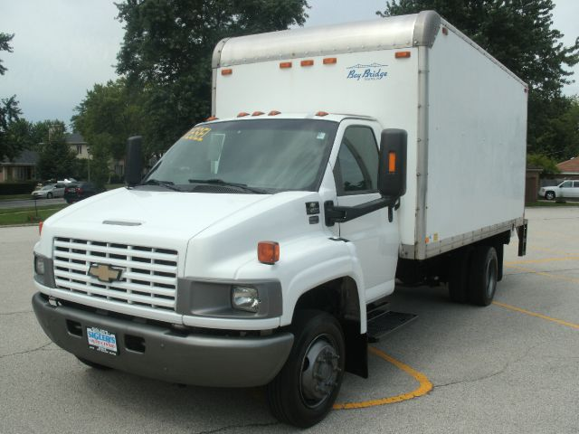 2005 Chevrolet C4500 BOX TRUCK WITH PWR LIFTGATE