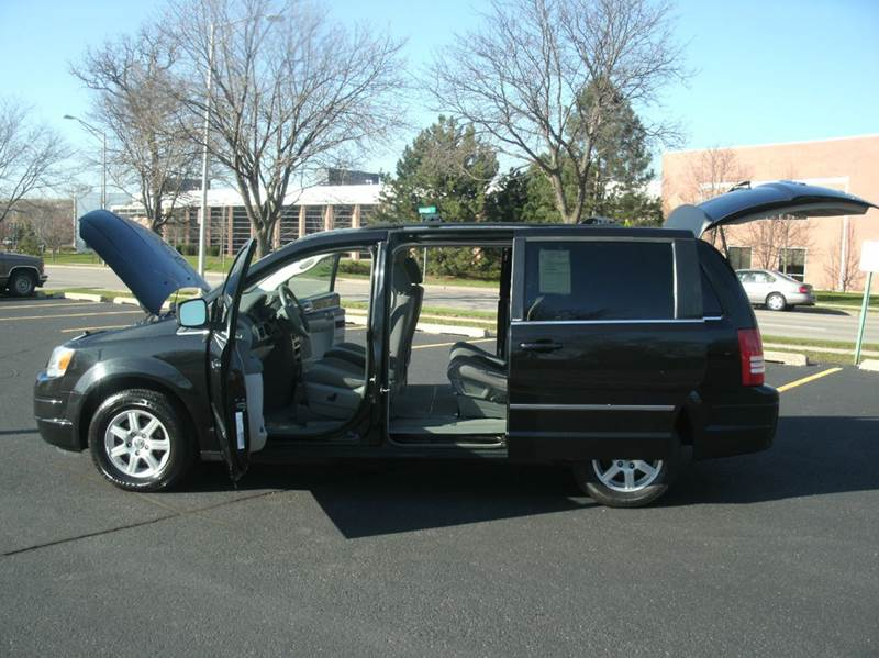 2010 Chrysler Town and Country Touring 4dr Mini-Van - Skokie IL