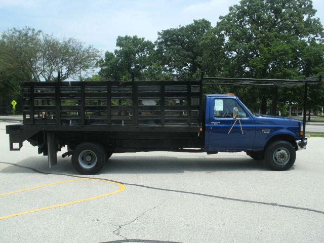 1997 Ford F-450 DIESEL STAKEBED PWR LIFT