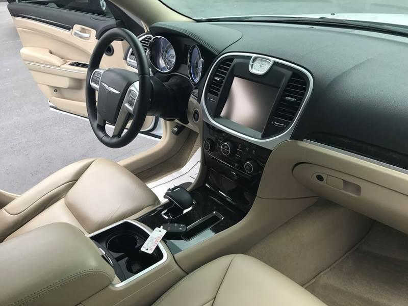 2014 Chrysler 300 4dr Sedan - Muscle Shoals AL