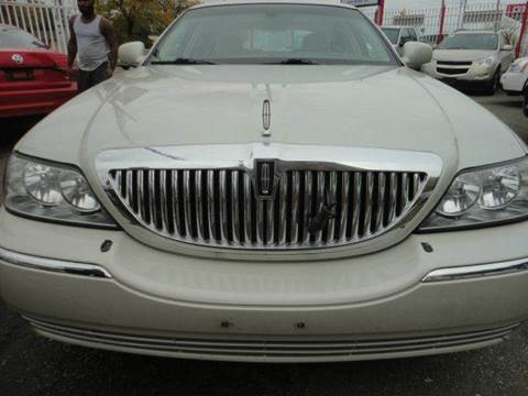 2005 Lincoln Town Car for sale in Detroit, MI