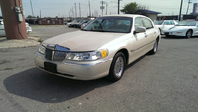 2001 Lincoln Town Car for sale in Decatur IL