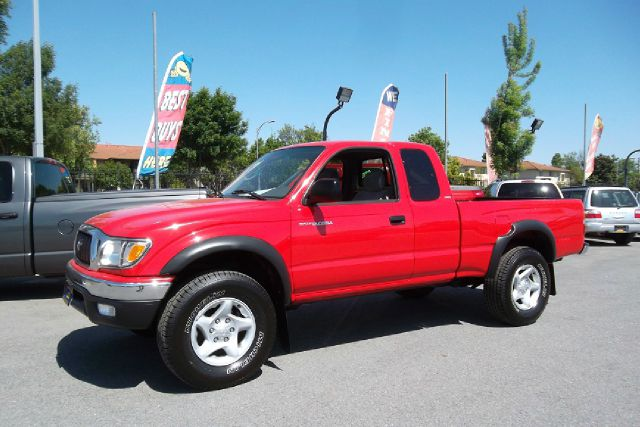2002 TOYOTA TACOMA XTRACAB V6 4WD red -this is truly a clean and original toyota tacoma with a cle
