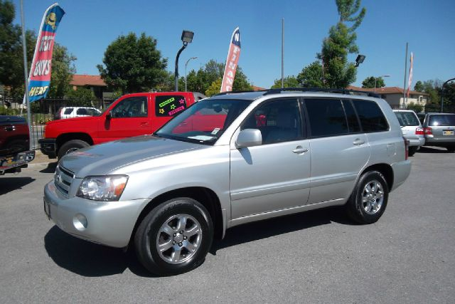 2006 TOYOTA HIGHLANDER V6 2WD WITH 3RD-ROW SEAT silver -this is truly a clean and original toyota