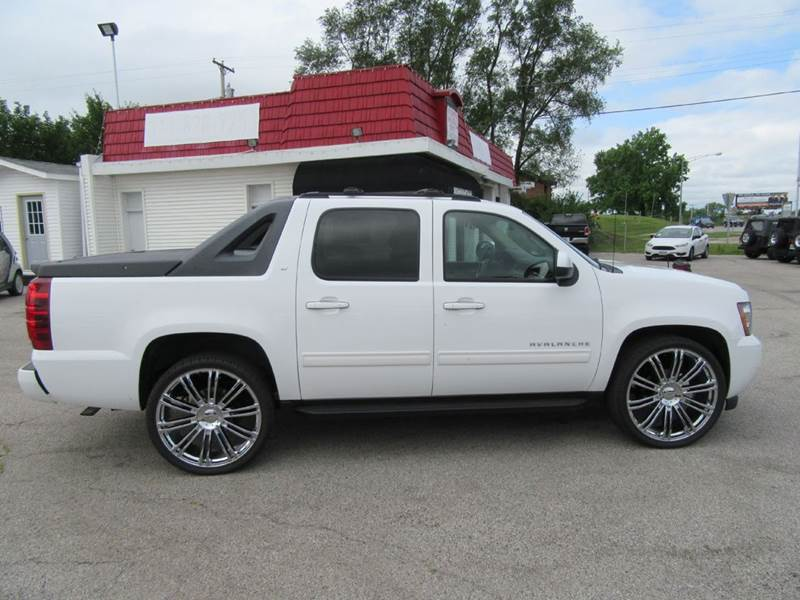 2011 Chevrolet Avalanche 4x4 LT 4dr Crew Cab Pickup - St. Charles MO