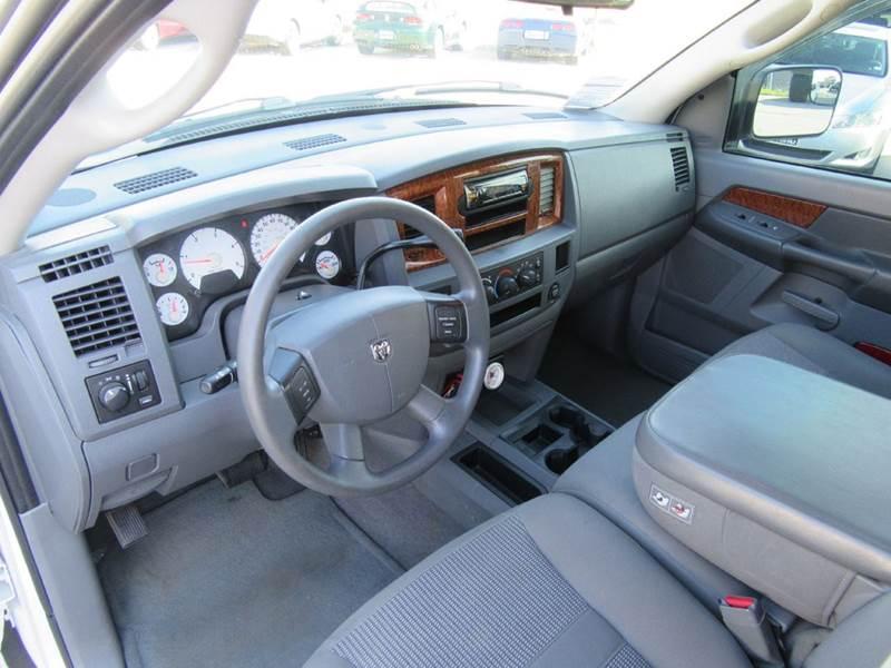 2006 Dodge Ram Pickup 2500 SLT 4dr Mega Cab 4WD SB - St. Charles MO