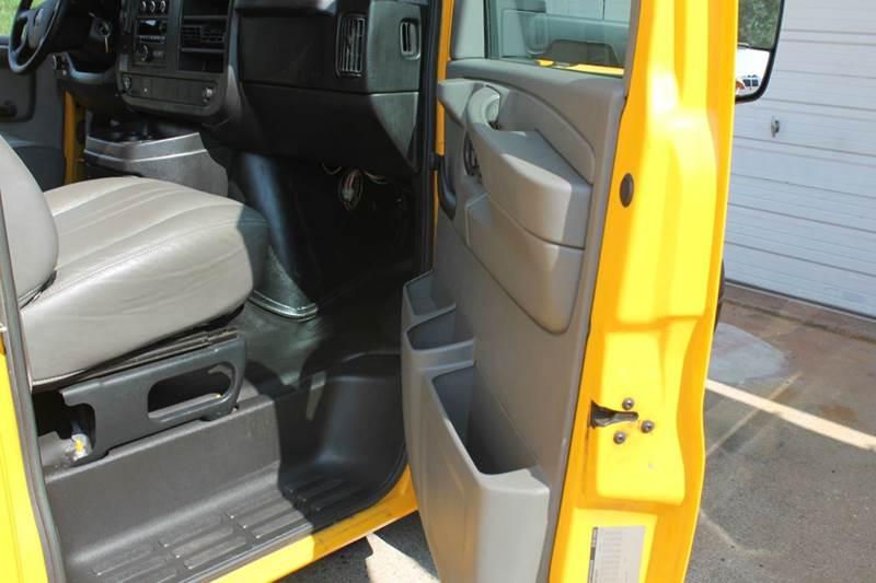 2012 GMC Savana Cutaway 3500 2dr 177 in. WB Cutaway Chassis w/ 1WT - Clarksville TN