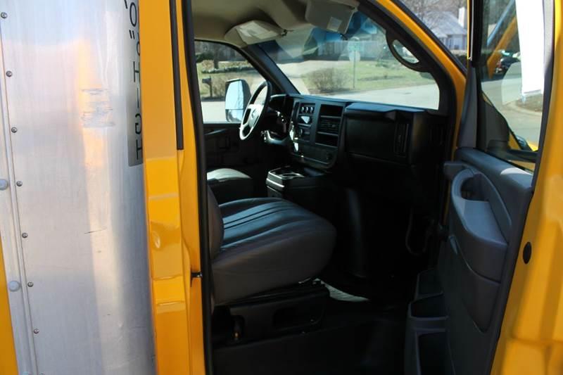 2011 GMC Savana Cutaway 3500 2dr 177 in. WB Cutaway Chassis w/ 1WT - Clarksville TN