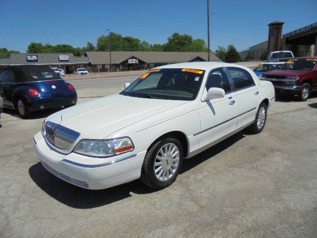 2004 Lincoln Town Car Signature 4dr Sedan - Olathe KS