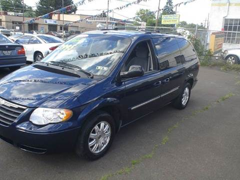 2006 Chrysler Town and Country for sale in Philadelphia, PA