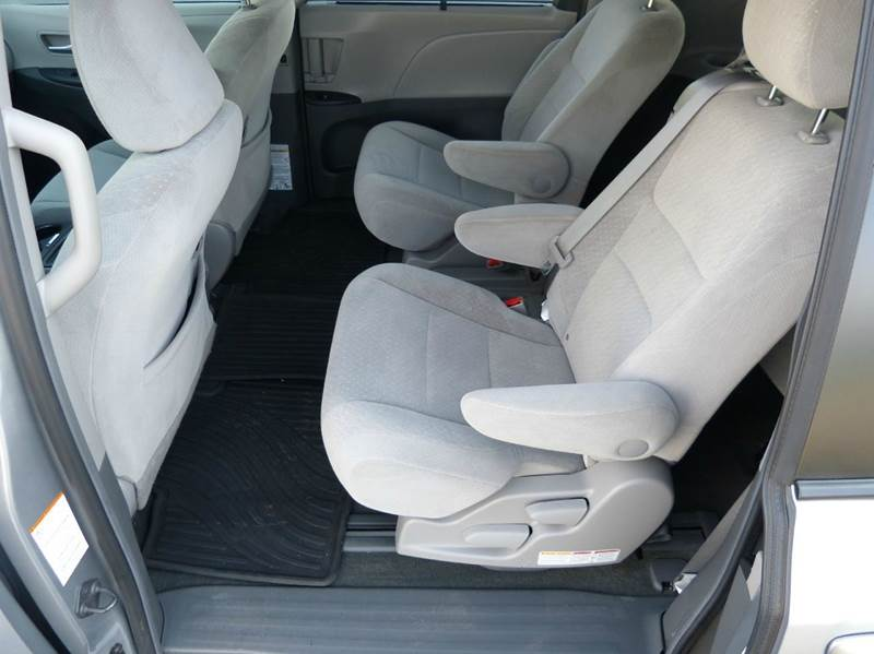 2015 toyota sienna le 7 passenger auto access seat 4dr mini van in new haven mi macomb. Black Bedroom Furniture Sets. Home Design Ideas