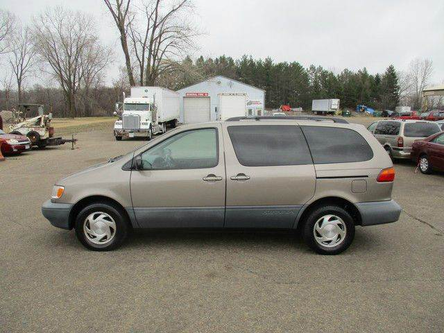 1998 Toyota Sienna 4dr XLE Mini-Van - Inver Grove Heights MN