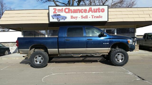 2008 dodge ram pickup 1500 sxt 4dr mega cab 4wd sb in for Wheel city motors sioux falls sd