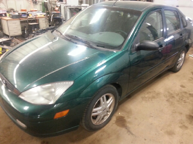 2000 ford focus se 4dr sedan in sioux falls sd second chance auto. Black Bedroom Furniture Sets. Home Design Ideas
