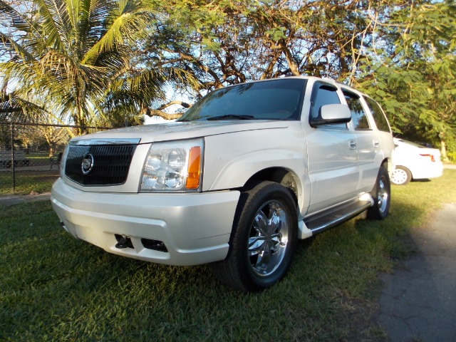 2003 CADILLAC ESCALADE AWD white 100 clean carfax dvd leather sunroof dual control ac blueto