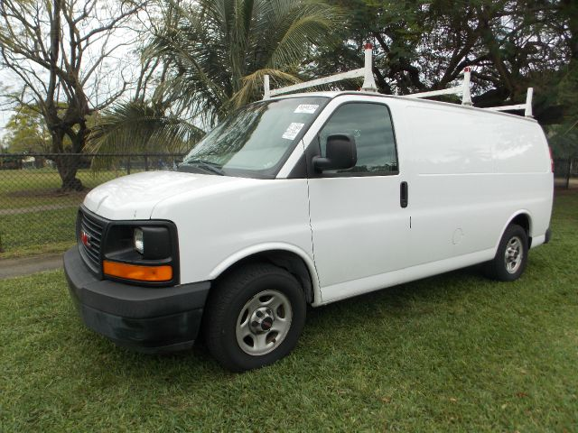 2004 GMC SAVANA G1500 CARGO white 100 clean carfax only 2 owners perfect work van built in rac
