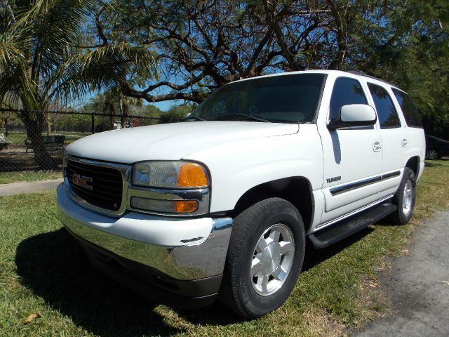 2005 GMC YUKON 2WD white only 1 previous owner no accidents clean carfax dvd memory seats hea