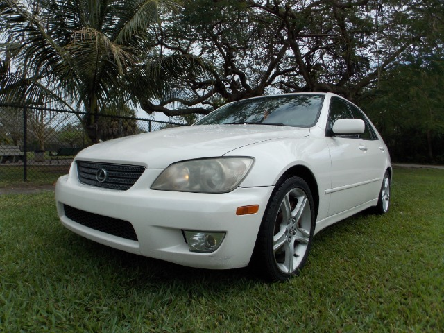 2001 LEXUS IS 300 white only 1 previous owner 100 clean carfax leather sunroof luxury of a le