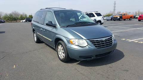 2006 Chrysler Town and Country for sale in Newark, NJ