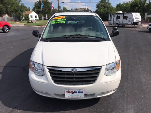 2005 Chrysler Town and Country Touring 4dr Extended Mini Van - Yukon OK