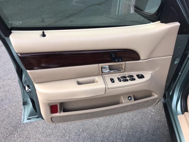 2005 Mercury Grand Marquis LS Premium 4dr Sedan - Yukon OK