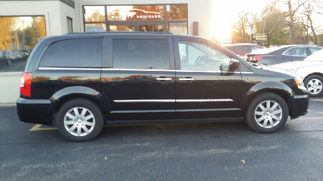 2016 chrysler town and country touring 4dr mini van in sterling il. Cars Review. Best American Auto & Cars Review