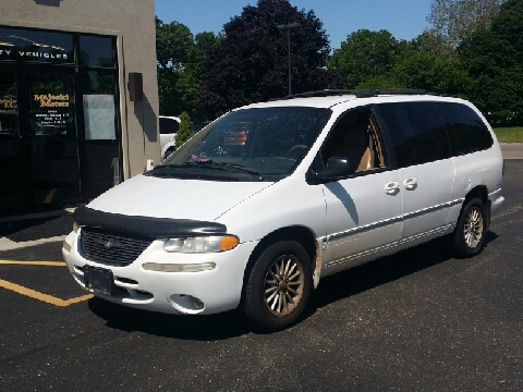 2000 Chrysler Town and Country for sale in Sterling, IL