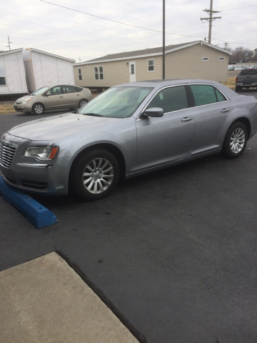 2013 Chrysler 300 4dr Sedan - Cape Girardeau MO