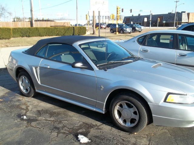 2000 ford mustang for Mccormick motors decatur il