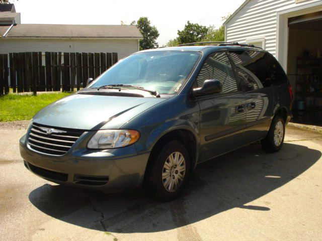 2007 Chrysler Town and Country for sale in East Claridon OH