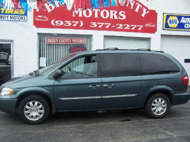 2005 chrysler town and country touring 4dr ext minivan in for Brown county motors russellville ohio