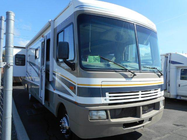 2005 Fleetwood Bounder 32W Worhorse 2 SLIDES