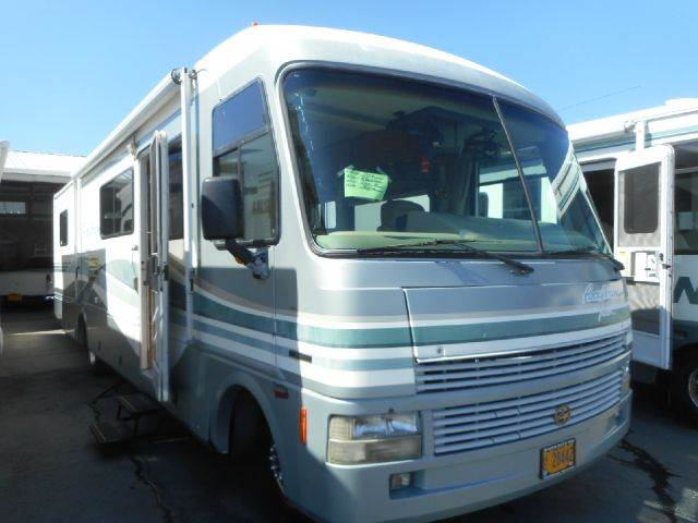 1998 Fleetwood Pace Arrow Vision 35W