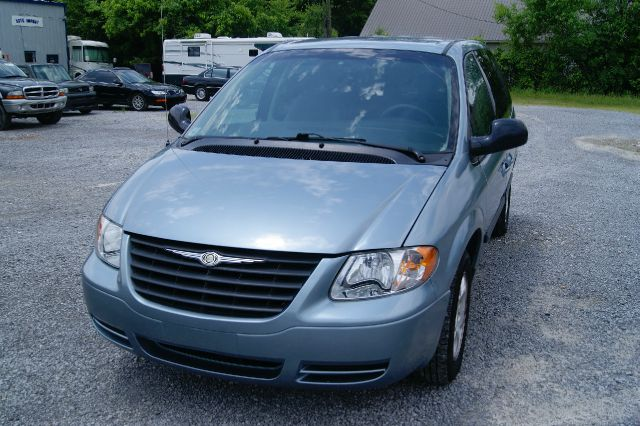 2005 Chrysler Town and Country for sale in Cleveland TN