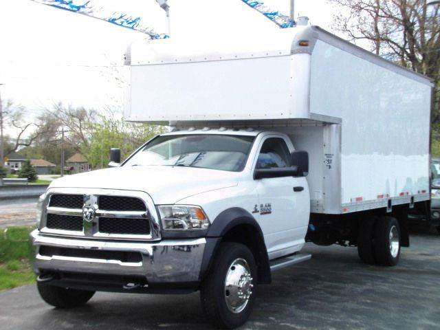 2014 RAM RAM CHASSIS 5500 white 2014 ream 5500  cummings engine  under 30000 miles  smells li