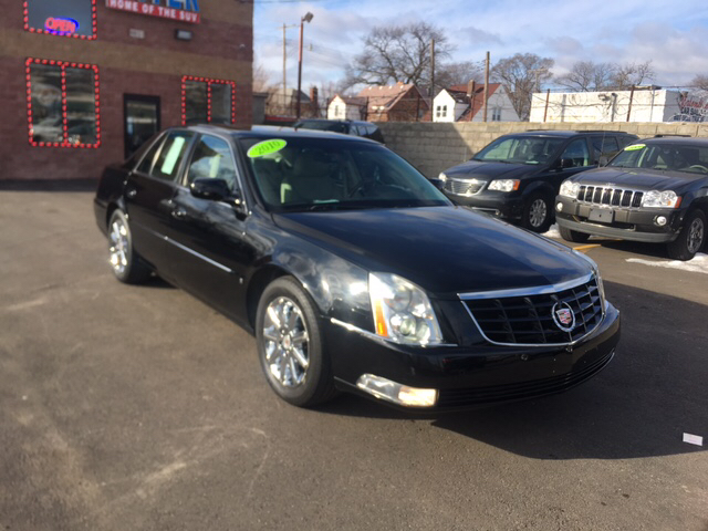 2010 Cadillac Dts car for sale in Detroit