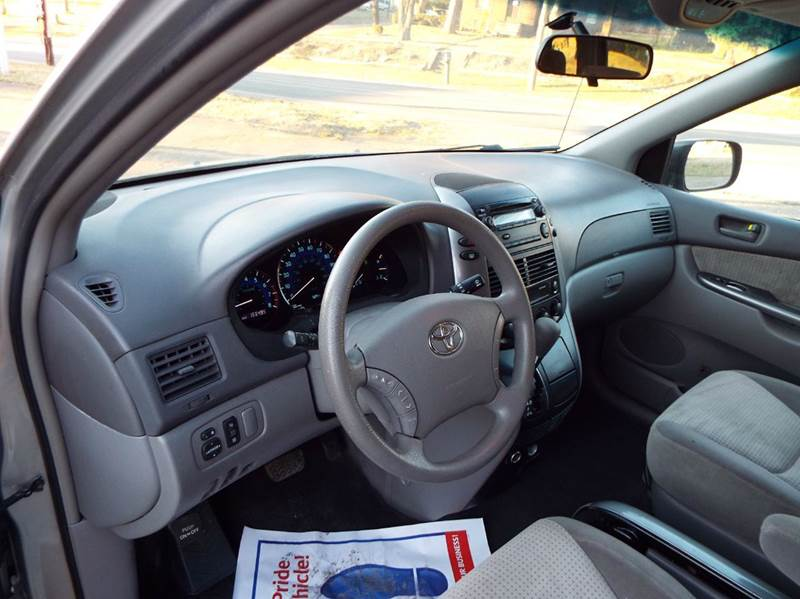 2008 Toyota Sienna LE 7-Passenger 4dr Mini Van - Canton OH