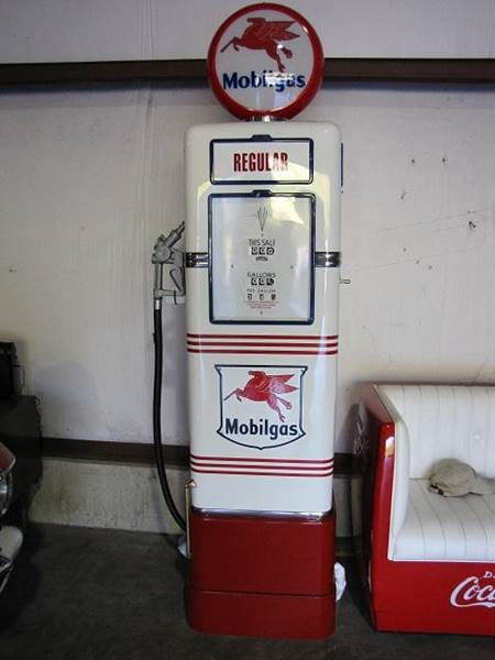 1948 MOBIL GAS PUMP  - Farmington MO