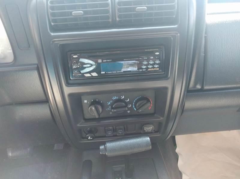 2000 Jeep Cherokee 4dr Classic 4WD SUV - Lincoln NE