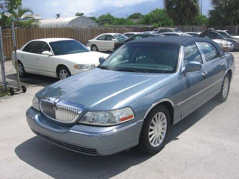 2004 Lincoln Town Car for sale in Pompano Beach, FL