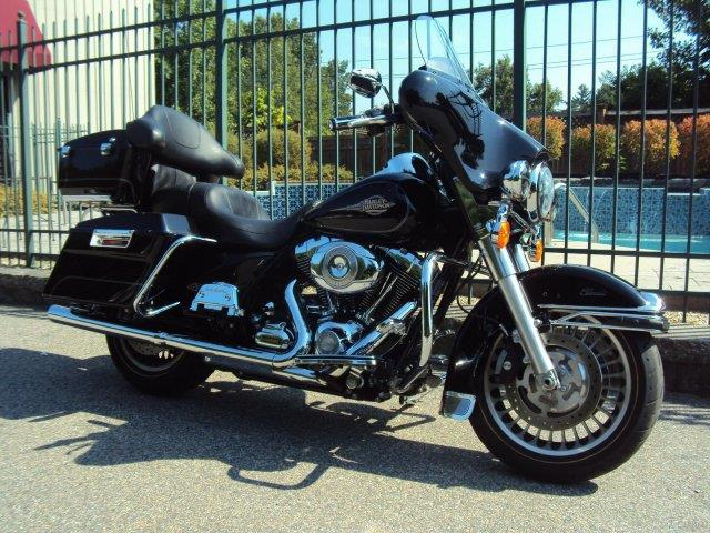 2011 Harley-Davidson® FLHTC Electra Glide Classic