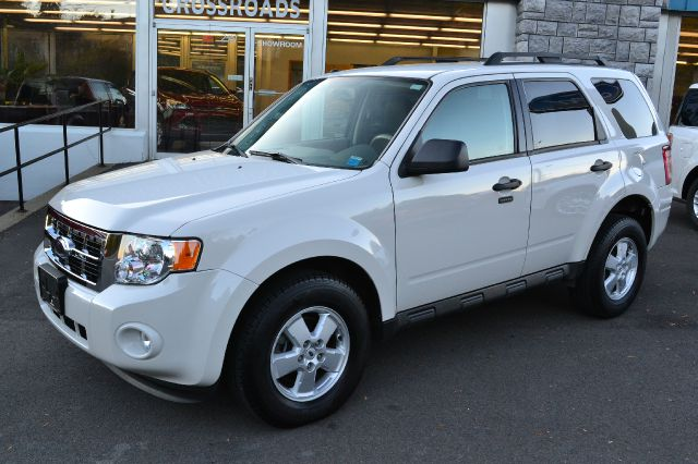 2009 FORD ESCAPE XLT 4WD white 2009 ford escape xlt 4wd power drivers seat power windows lo