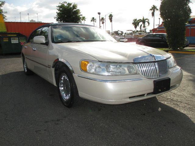 2000 Lincoln Town Car for sale in Miami FL
