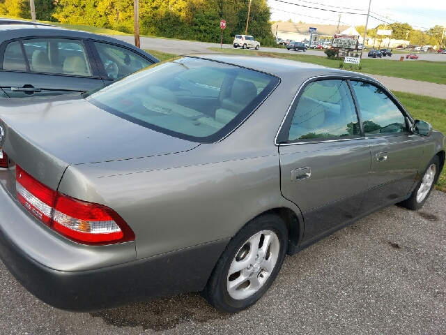 2000 Lexus ES 300 Base 4dr Sedan - Amelia OH